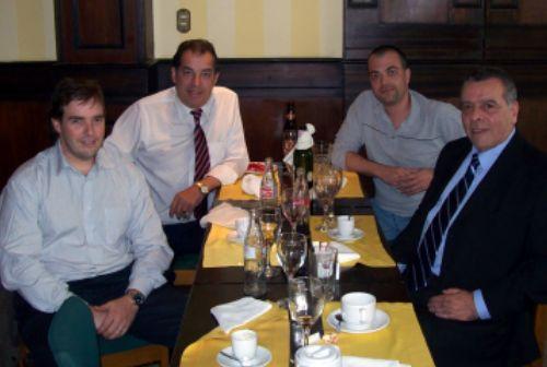 Nicolás Scheck, Adhemar Valles, Alec Duarte e Raul Tavani no Los Leños, em Montevidéu