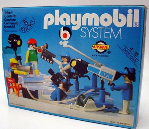 Brinquedo da Playmobil lançado em 1980, estúdio de TV tinha peças avulsas que permitiam a reprodução de situações jornalísticas, como microfones de mão