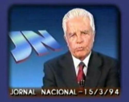 Visivelmente constrangido, Cid Moreira lê direito de resposta de autoria de Leonel Brizola